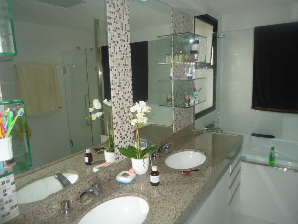 banheiro banheira de hidromassagem suíte máster #7C5E4F 1024 768